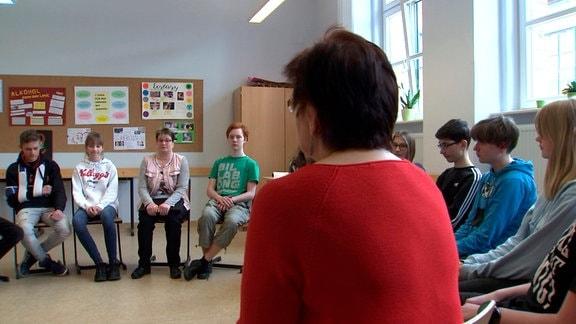 Grit Wagner erzählt Schülern, wie es ist mit FASD zu leben.