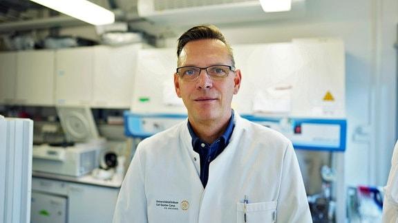 Prof. Frank Buchholz aus Dresden greift in das menschliche Genom ein. Er will Erbkrankheiten heilen.
