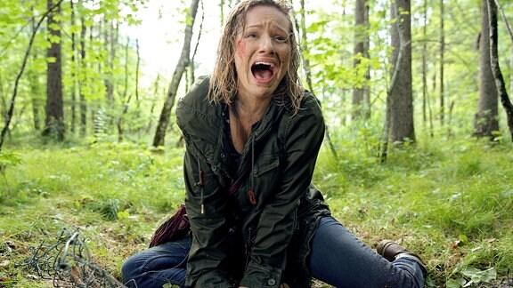 Der Prostituierte Dana (Visnja Sretenovic) ist die Flucht gelungen und versucht, ihren Peinigern zu entkommen.
