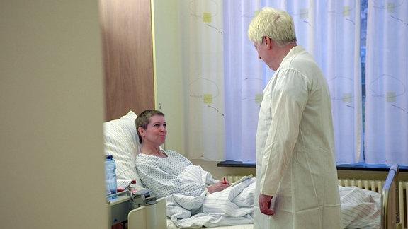 Der Tumor hatte Nieren und Harnleiter von Ines in Mitleidenschaft gezogen. Alle sechs Monate muss ihr seit dem operativ ein neuer Katheder eingesetzt werden.