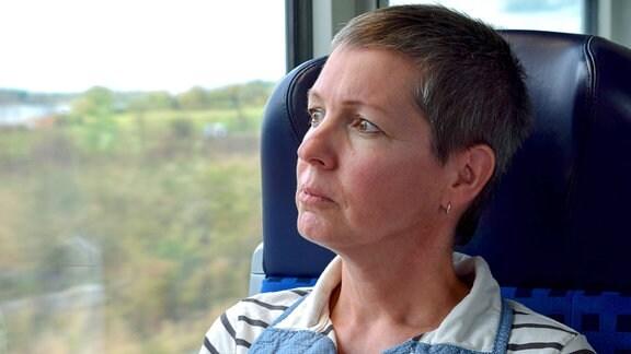 Mindestens ein Wochenende im Monat fährt Ines nach Trassenheide auf Usedom zu ihrem Mann. Der Krebs macht ihr immer wieder Angst.
