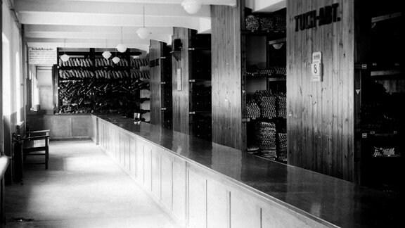 Die Kammern. Im 1. Stock: Bekleidungskammer.