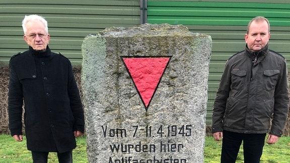 Wolfgang Kauffmann und Torsten Haarseim setzen sich in Gardelegen für das Gedenken an die Opfer der Todesmärsche von 1945 ein.