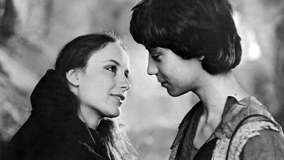 Als Mikesch (Pavel Kriz) die junge Prinzessin zum ersten Mal sieht, verliebt er sich gleich in sie.