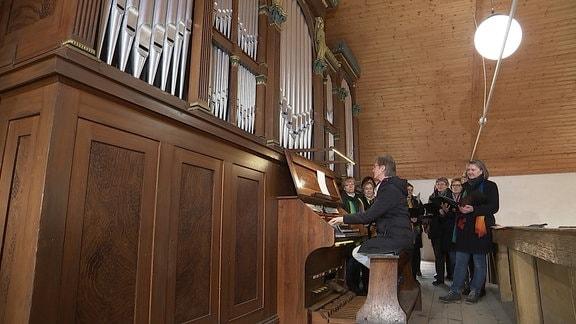 Die Röver-Orgel in der Dorfkirche ist weltberühmt. Organisten kamen schon aus Russland oder Amerika, um auf ihr zu spielen.