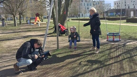 In Stuttgart findet Nadine Festerling weder Arbeit noch Betreuung für ihre Tochter.