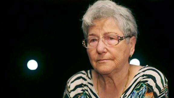 Eva Zimmermann; Jhg. 1933, verlor beim Luftangriff auf Dresden am 13. Februar 1945 Mutter und Schwester, wuchs dann in Höckendorf bei einer Pflegefamilie auf