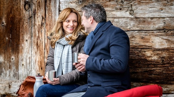 Christoph (Dieter Bach, r.) und Ariane (Viola Wedekind, l.) erleben eine harmonische Pärchenzeit.
