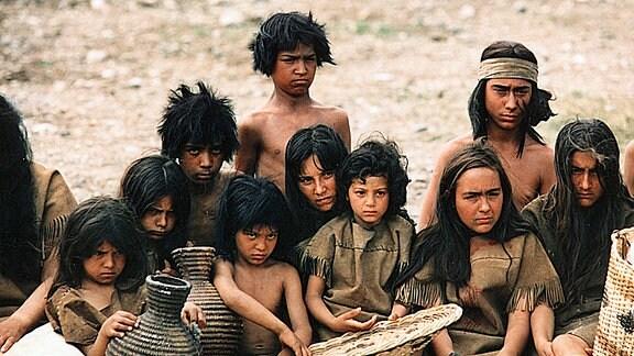 Nachdem die Membreno-Indianer in die dürre Reservation San Carlos abgeschoben wurden, müssen nun alle - auch die Kinder - Hunger leiden.