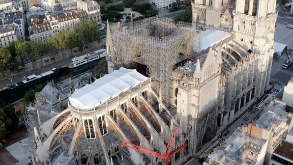 Luftaufnahme der Kathedrale im Herzen von Paris