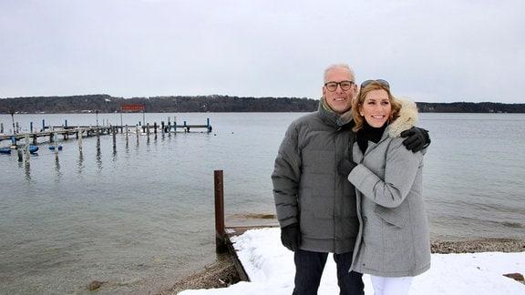 Martina Klein und Thomas Scheidemann beim Spazierengehen.