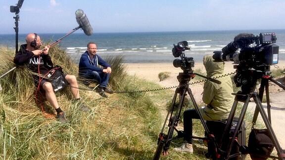 Dreh am Strand von Jütland, Dänemark. Interview mit Frank Eberlein, Autor von mehreren Olsenbandenbüchern, großer Fan und Olsenbandenexperte.