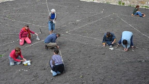 Im Grund-Garten findet im Frühjahr die Einteilung der Parzellen statt.