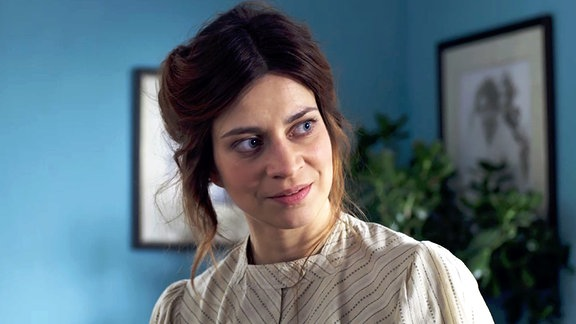 Paula Modersohn-Becker (Claudia Eisinger) staunt nicht schlecht, als sie Juna und Hugo kennenlernt