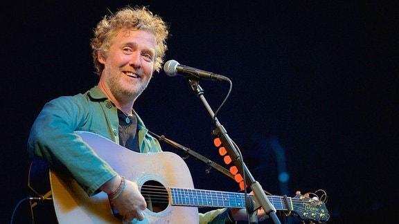 Glen Hansard ist Sänger und Gitarrist der irischen Indie-Rockband The Frames. Seit 2011 tourt Hansard als Solokünstler durch Europa.