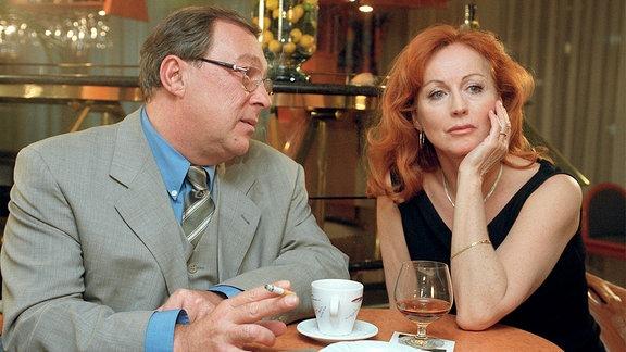 Schmücke (Jaecki Schwarz) und Mira (Andrea Jonasson).