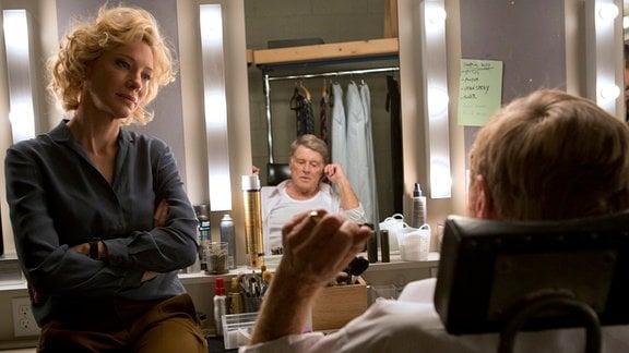 """TV-Produzentin Mary Mapes (Cate Blanchett) und Fernsehlegende (Robert Redford) machen die angesehene Nachrichtensendung """"60 Minutes""""."""