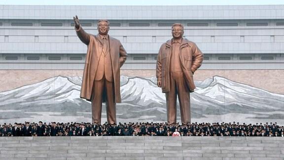Die Stauen von Kim Il-sung und Kim Jong-il in Pjöngjang.