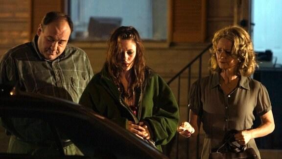 """Doug Riley (James Gandolfini) und seine Frau Lois (Melissa Leo, re.) wollen ihre """"verlorene Tochter"""" Mallory (Kristen Stewart) heimholen."""