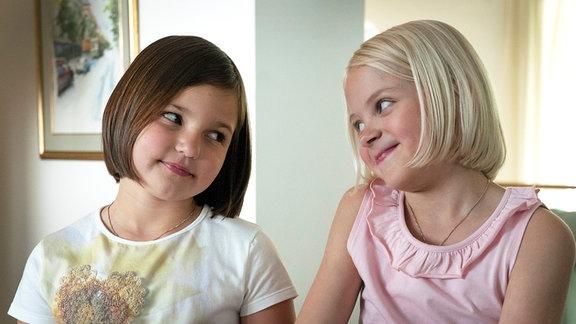 Kuvassa Aava Merikanto (Onneli) und Lilja Lehto (Anneli).