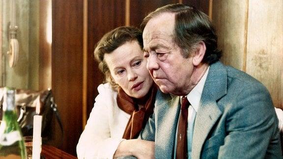 Gudrun Ritter als Edith Hausmann und Walter Lendrich als Bruno Gensicke.