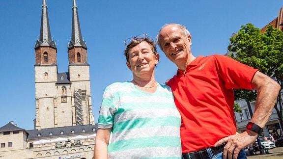 Waldemar Cierpinski und seine Frau Maritta Cierpinski in der Hallenser Innenstadt.