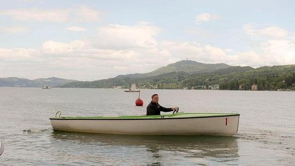 Axel Bulthaupt mit dem Boot unterwegs auf dem Wörthersee