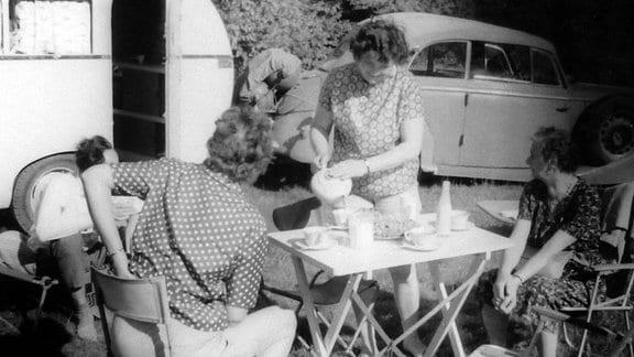 """Das """"Dübener Ei"""" der Familie Würdig in den 60er- und 70er-Jahren auf Reisen."""