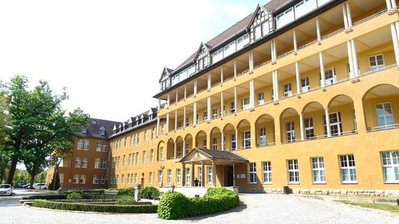 Das Gebäude des 1920 eröffneten Städtischen Krankenhauses in Gera