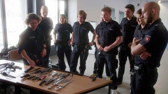 Polizeischule Hannover. Weiterbildung zur Abwehr von Messerangriffen