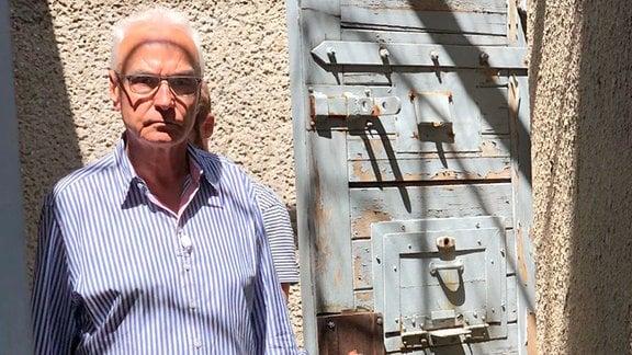 Ralf Wolfensteller im ehemaligen Stasi-Gefängnis Berlin-Hohenschönhausen.