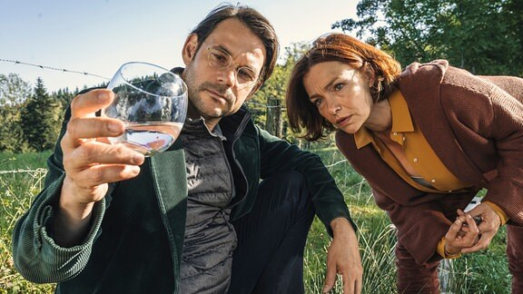 Auf dem Fuchsbichlerhof gibt es bestes Wasser! Jan (Alexander Beyer) bringt Pensionswirtin Sophie (Aglaia Szyszkowitz) auf eine neue Geschäftsidee.