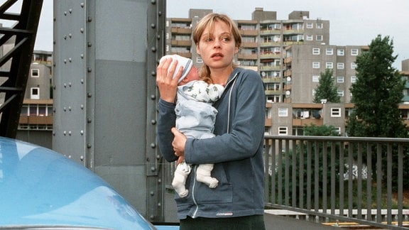 Nicht ohne ein Baby, auch wenn es nicht das eigene ist: Die verzweifelte Bea (Susanna Simon) entführt ein Kind.