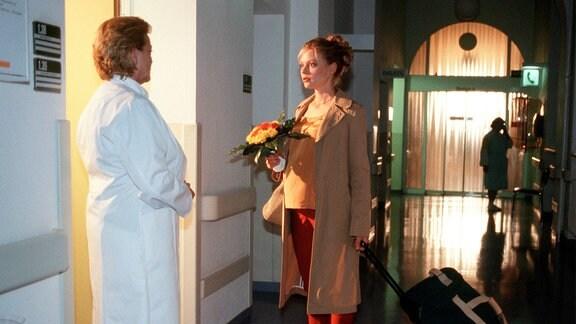 Zu spät gekommen: Im Krankenhaus erfährt die schwangere Bea (Susanna Simon), dass ihre Mutter gestorben ist.