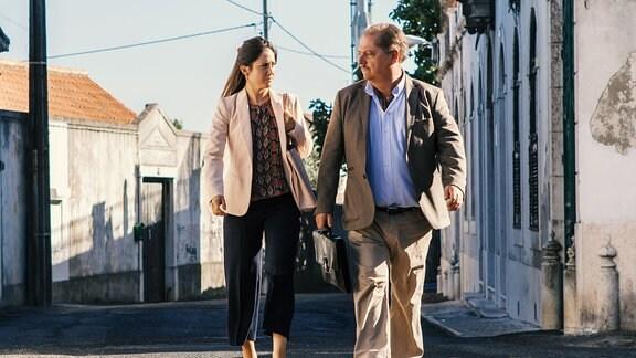 Anwalt Eduardo Silva (Jürgen Tarrach) und seine junge Assistentin Marcia Amaya (Vidina Popov) geraten in einen Mordfall.