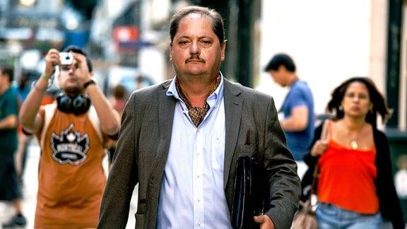 Der frühere Oberstaatsanwalt Eduardo (Jürgen Tarrach) ist ein Spezialist für hoffnungslose Fälle