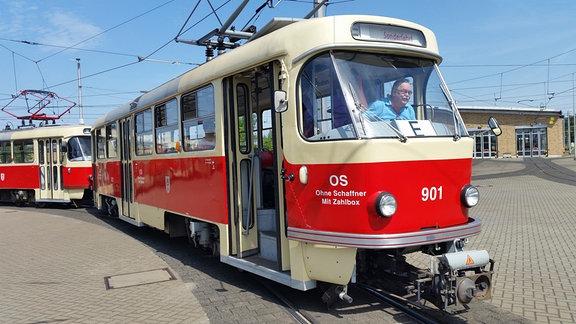 Straßenbahnzug des Typs T4D, wie er in Halle verkehrt.