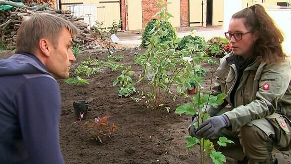 Melanie und Norbert als Gartenmeister