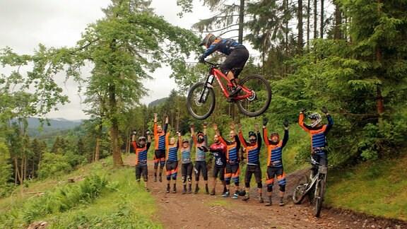 Mountainbikergruppe auf dem Inselsberg