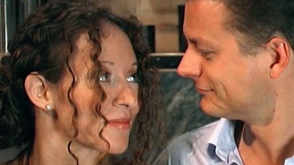 Diana und Timo finden schnell Gefallen aneinander.