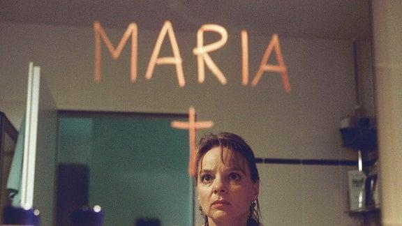 Entsetzt stellt Polizeipsychologin Maria Steinert (Sissy Höfferer) fest, dass jemand ihr den Tod wünscht.