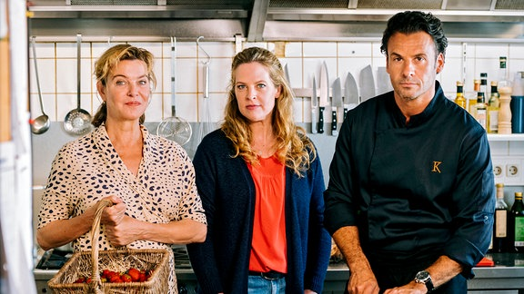 """Meine Mutter macht mich fertig"" Heidi (Margarita Broich), Toni (Diana Amft), Rufus (Stephan Luca)."