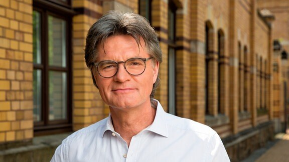 KRIPO LIVE – TÄTERN AUF DER SPUR: Moderator Peter Escher