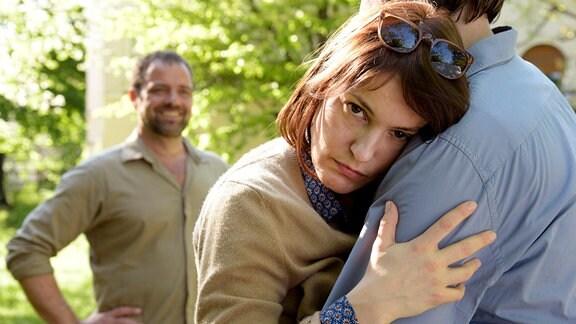 Katrin Wiedemann (Nicolette Krebitz) will mit Phillip Esch (Hary Prinz) mal alleine sein. Frank Wiedemann (Jürgen Maurerstört) ist unverfroren.
