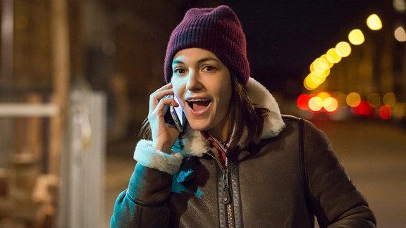 Katrin (Nicolette Krebitz) bemerkt Licht in der Werkstatt und hinterlässt eine Nachricht auf Franks Mailbox.