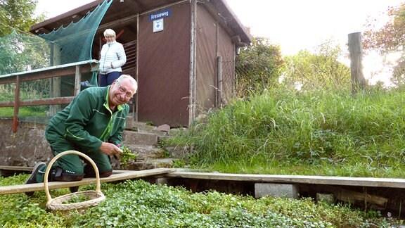 Ralf Fischer und seine Frau Karola in ihrer Brunnenkresse-Klinge, denkmalgeschützt und Erfurts letzte.