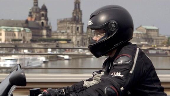 Veruscha auf dem Motorrad in Dresden