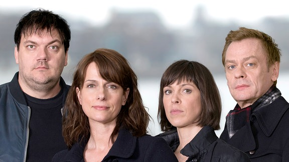 v.l.n.r.: Alexander Bukow (Charly Hübner); Doreen Brasch (Claudia Michelsen); Katrin König (Anneke Kim Sarnau); Jochen Drexler (Sylvester Groth) - Gruppenfoto