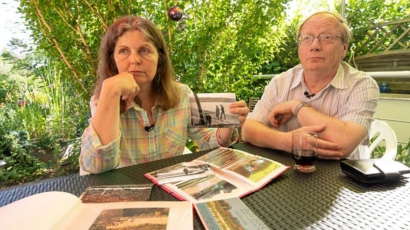 Olivia Hoffmann lernt den Zöllner Dieter Hoffmann an der innerdeutschen Grenze kennen.