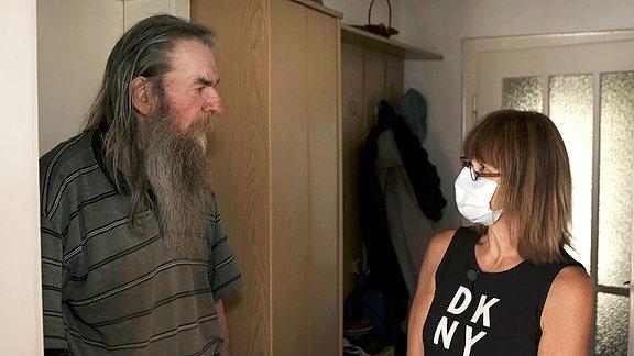 Die Alltagsmanagerin Uta von Wilcke im Gespräch mit einer betreuten Person